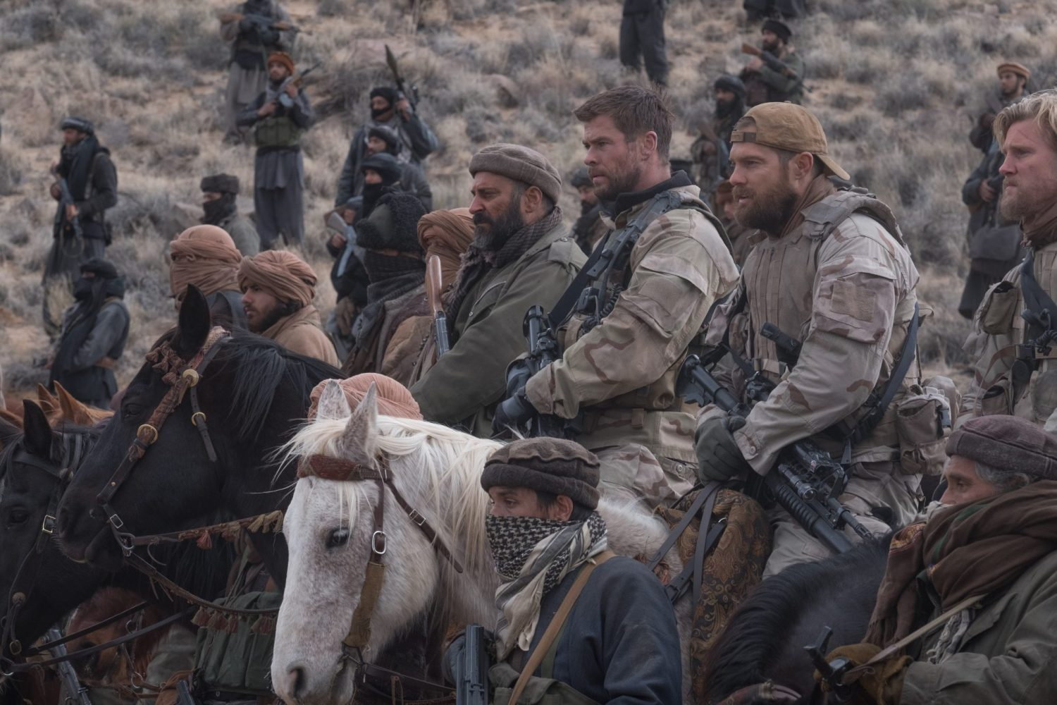 12 Strong Operation 12 Strong Chris Hemsworth Soldaten Kriegsfilm Review Kritik Blu-ray Heimkino Titel Pferde