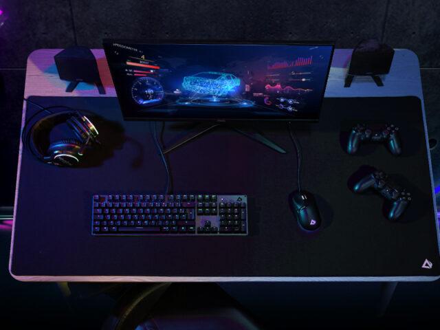 Der Blick auf den Schreibtisch